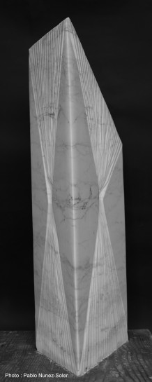 """""""Tempus Fugit"""" - Marbre de Carrare - 72 x 35 x 26 cm - 2021"""
